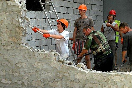 Незаконную постройку в центре Луганска снесли за 1 час (фото), фото-3