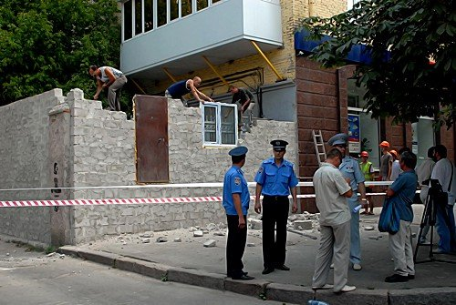 Незаконную постройку в центре Луганска снесли за 1 час (фото), фото-2