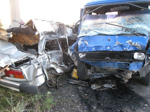 В Луганской области 16-летний юноша управляя «ВАЗ-2105» выехал на встречную полосу. Водитель и трое пассажиров погибли на месте (фото), фото-1