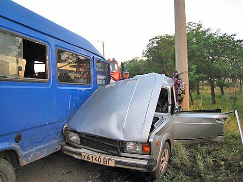 В Луганской области 16-летний юноша управляя «ВАЗ-2105» выехал на встречную полосу. Водитель и трое пассажиров погибли на месте (фото), фото-2