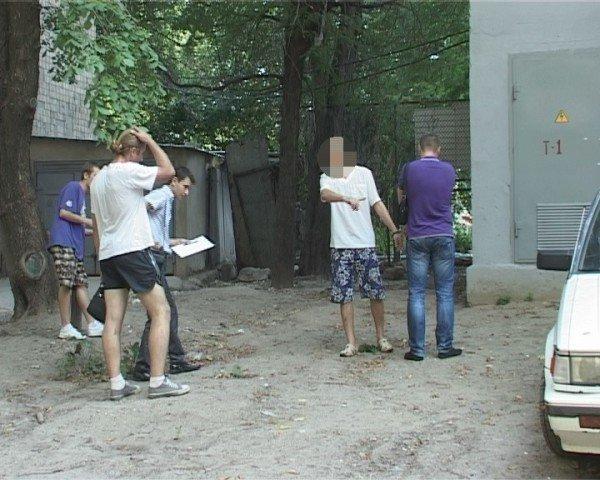 Одесских  похитителей  номерных знаков  взяли на «горячем», фото-1
