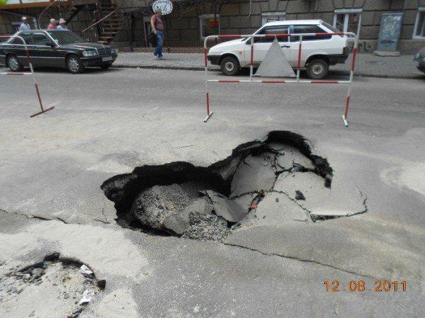 Коммунальщики займутся обвалом возле МегаАнтошки только завтра (фото), фото-2