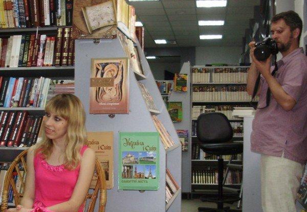 Зустріч з тернополянкою Наталією Лазукою -  поетесою, журналісткою, телеведучою... (фото), фото-2