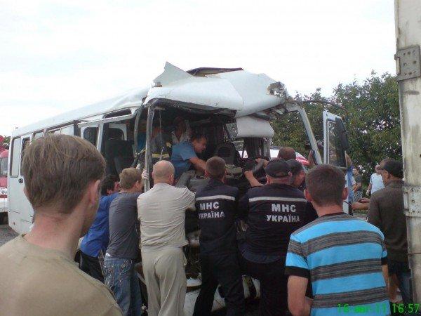 Масштабное ДТП на трассе Одесса-Ильичевск. Маршрутка врезалась в грузовик (фото), фото-2