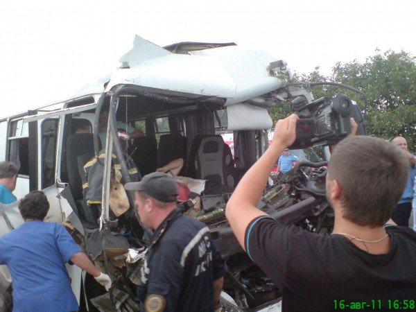 Масштабное ДТП на трассе Одесса-Ильичевск. Маршрутка врезалась в грузовик (фото), фото-1