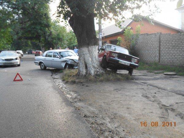 ДТП на Костанди. Семерка с Волгой не поделили узкую дорогу (фото), фото-4