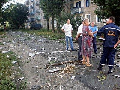 В Луганской области стихия валила деревья и срывала крыши (фото), фото-1