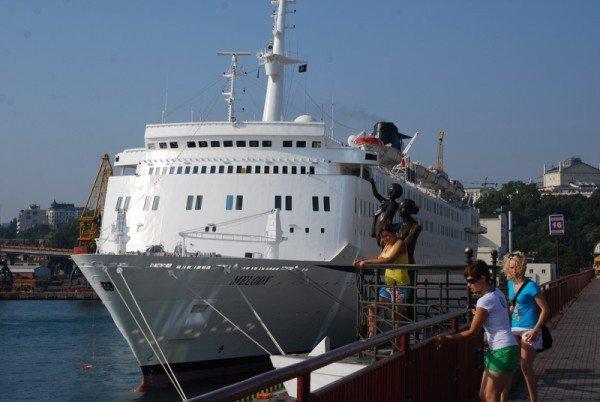 Больше тысячи туристов прибыло сегодня в Одессу на круизном лайнере «MELODY», фото-2