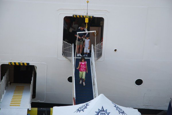 Больше тысячи туристов прибыло сегодня в Одессу на круизном лайнере «MELODY», фото-3