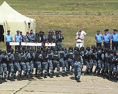 Луганский гарнизон милиции продемонстрировал подготовку к «Евро-2012» (фото), фото-2