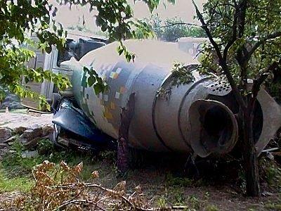 В Луганске водитель грузовика не понял как расплющил легковушку (фото), фото-3