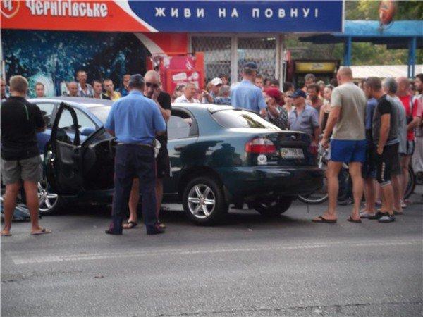 Большая авария по ул.Марсельская. Пострадали люди на остановке. (фото), фото-1