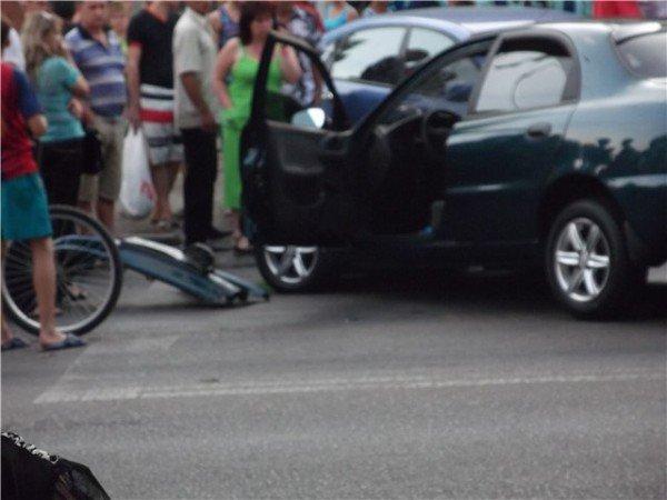 Большая авария по ул.Марсельская. Пострадали люди на остановке. (фото), фото-3