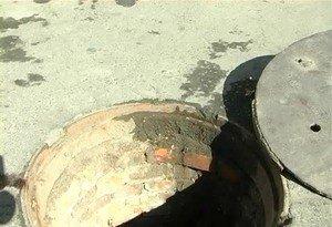 В Одессе женщина упала в открытый канализационный люк (фото), фото-2