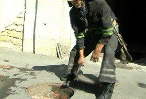 В Одессе женщина упала в открытый канализационный люк (фото), фото-3