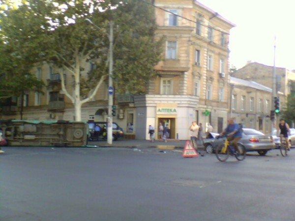 Вчера в Одессе произошло очередное ДТП с участием маршрутки (фото), фото-2