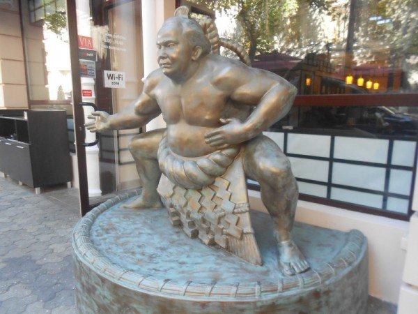 В Одессе открыли первый в Украине памятник сумоисту (фото), фото-1