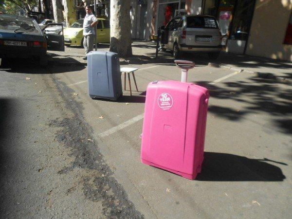 В Одессе придерживают парковочные места чемоданами (фотофакт), фото-2