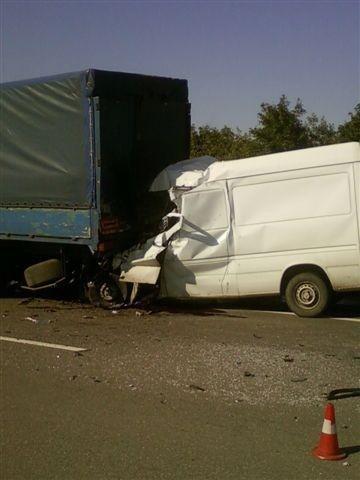 Страшное ДТП на автотрассе «Киев-Одесса». Микроавтобус влетел в КамАЗ (фото), фото-1