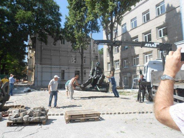 В Одессе устанавливают памятник Бабелю (фоторепортаж), фото-1