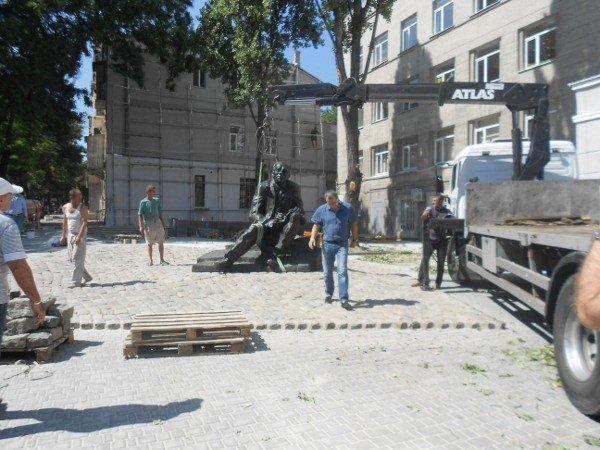 В Одессе устанавливают памятник Бабелю (фоторепортаж), фото-3