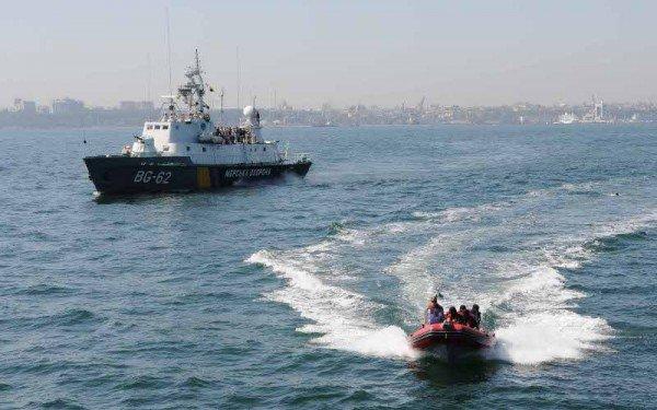 В Одессе задержали судно, начиненное нелегалами, наркобаронами и сбежавшими от правосудия преступниками (фото), фото-2