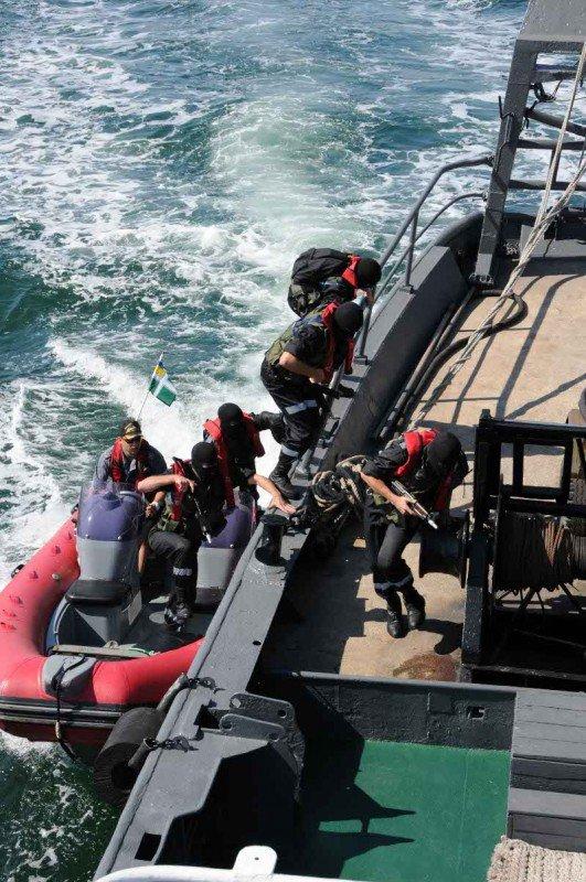В Одессе задержали судно, начиненное нелегалами, наркобаронами и сбежавшими от правосудия преступниками (фото), фото-3