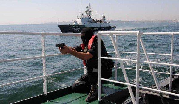 В Одессе задержали судно, начиненное нелегалами, наркобаронами и сбежавшими от правосудия преступниками (фото), фото-7