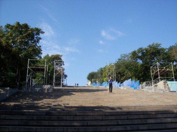 В Одессе установили сцену ко Дню города (фото), фото-3