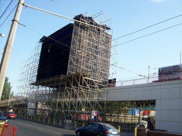 В Одессе установили сцену ко Дню города (фото), фото-1