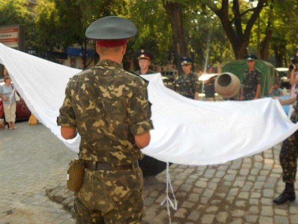 В Одессе новоустановленный памятник Бабелю окружили автоматчики (фото), фото-5