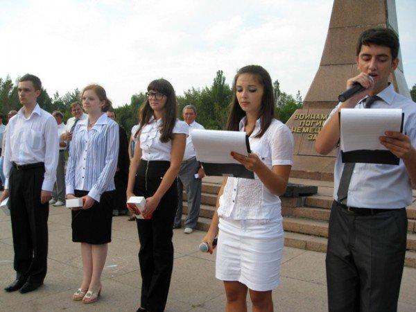 Посвящение в студенты: первокурсники иняза присягнули грызть гранит науки, пока целы зубы, фото-5