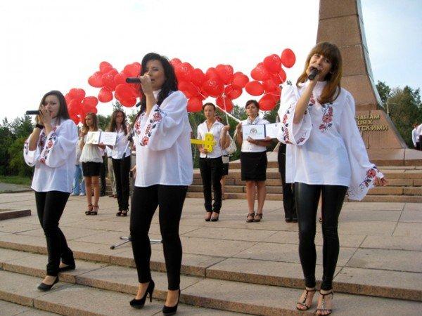 Посвящение в студенты: первокурсники иняза присягнули грызть гранит науки, пока целы зубы, фото-9