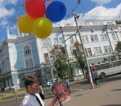 У Житомирі молодь запустила Табачника у космос, фото-6