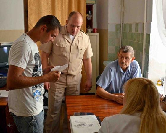 Только 60% молодых крымчан приходят на призывные пункты (фото), фото-1