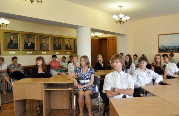 Мэр Симферополя поздравил самых умных школьников города (фото), фото-1