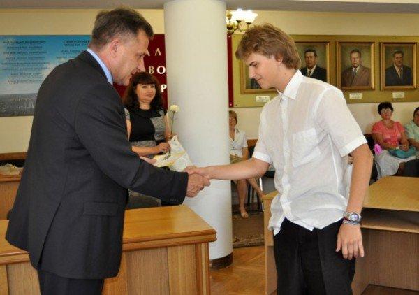 Мэр Симферополя поздравил самых умных школьников города (фото), фото-3