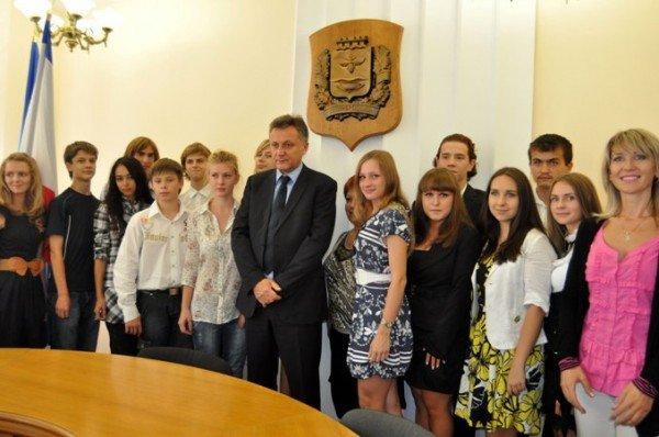 Мэр Симферополя поздравил самых умных школьников города (фото), фото-5