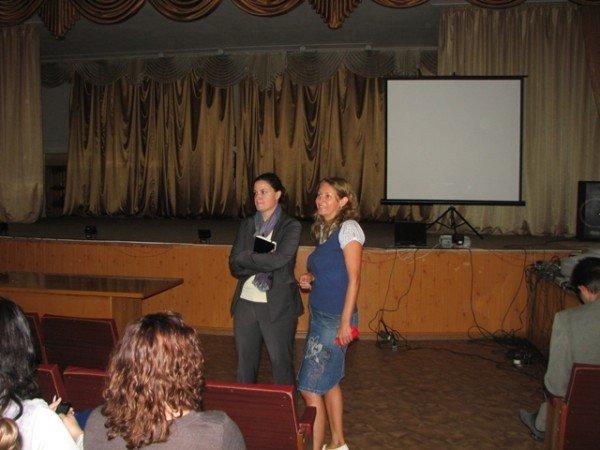 Первокурсникам Горловского  иняза раскрыли секрет лидерства и рассказали о студенческом клубе, фото-6