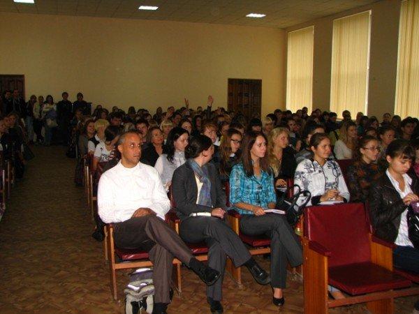Первокурсникам Горловского  иняза раскрыли секрет лидерства и рассказали о студенческом клубе, фото-2