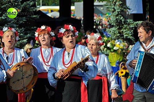 День города в Луганске начался с выставки цветов (фото), фото-4