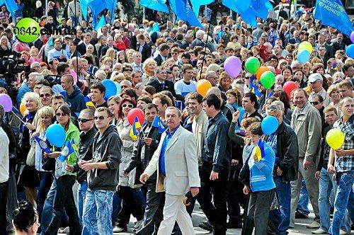 Праздничное шествие открыло торжественные мероприятия посвященные 216-й годовщине Луганска (фото), фото-2