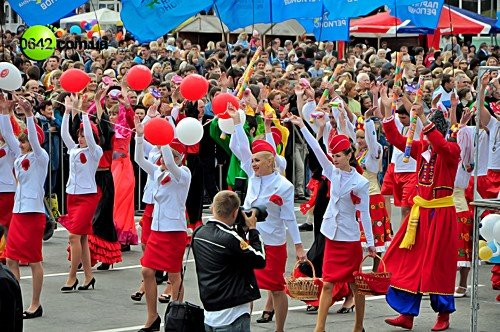 Праздничное шествие открыло торжественные мероприятия посвященные 216-й годовщине Луганска (фото), фото-11