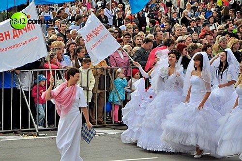 Праздничное шествие открыло торжественные мероприятия посвященные 216-й годовщине Луганска (фото), фото-8