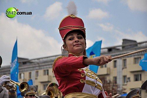 Праздничное шествие открыло торжественные мероприятия посвященные 216-й годовщине Луганска (фото), фото-12