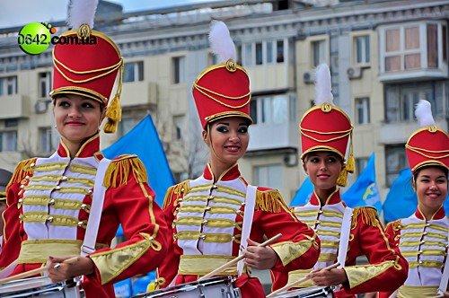 Праздничное шествие открыло торжественные мероприятия посвященные 216-й годовщине Луганска (фото), фото-9