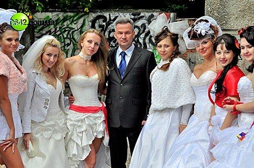 В День города состоялся первый в Луганске «Парад невест» (фото), фото-1
