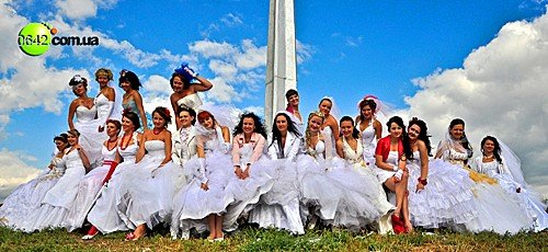 В День города состоялся первый в Луганске «Парад невест» (фото), фото-7