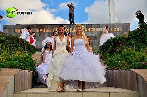 В День города состоялся первый в Луганске «Парад невест» (фото), фото-11