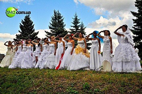 В День города состоялся первый в Луганске «Парад невест» (фото), фото-10